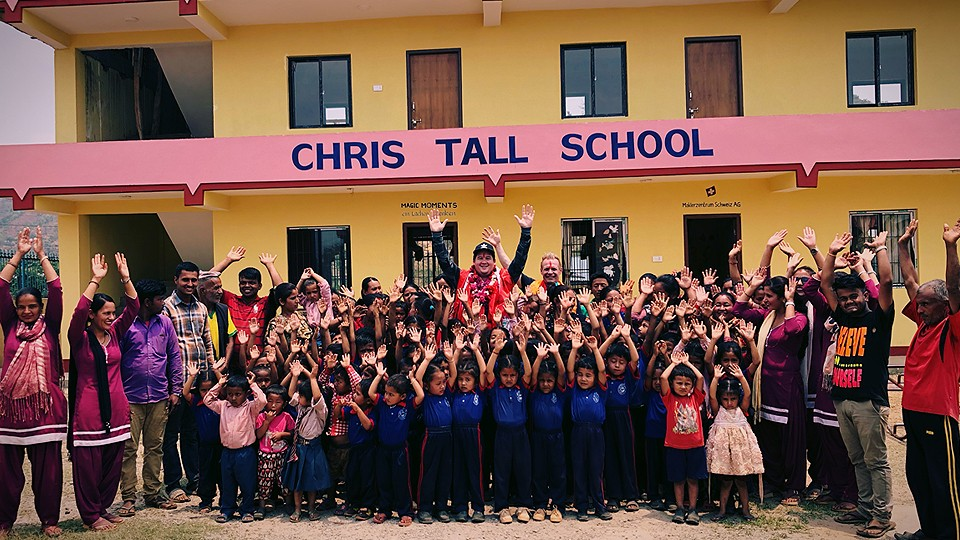 "CHRIS BESUCHT DIE ""CHRIS TALL SCHOOL"" IN NEPAL"